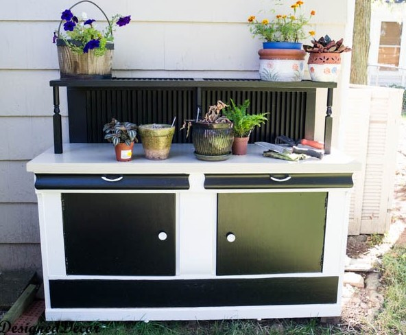 horrible wooden garden work bench #pottingbenchideas #benchdesign #pottingbench #benchideas