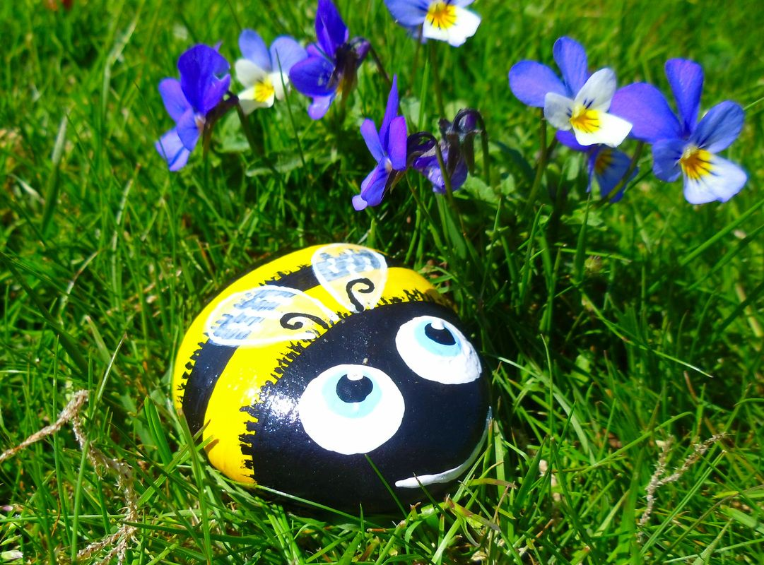 Best Painted Rock Bumble Bee Ideas
