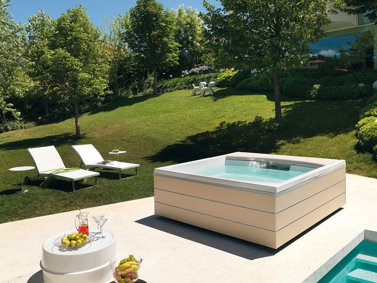 Best Outdoor Jacuzzi Ideas for a Relaxing Weekend