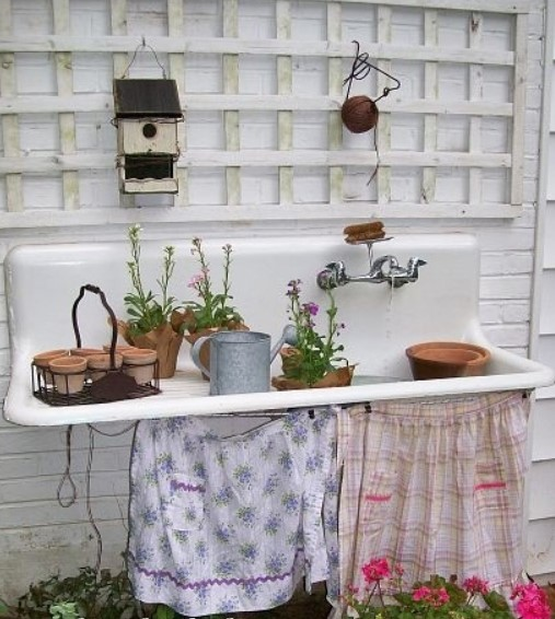 intimidating wooden bench for plants #pottingbenchideas #benchdesign #pottingbench #benchideas