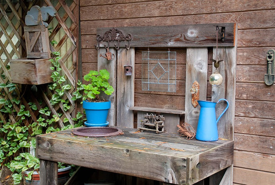 Best Potting Bench Design Ideas To Make Gardening Work Easy