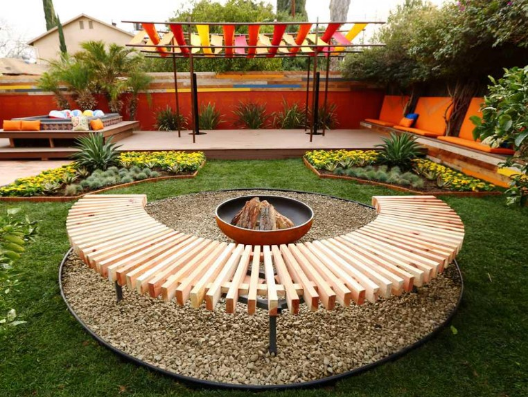 overwhelming small patio with fire pit #firepit #diyfirepit #firepitideas #backyardfairepit