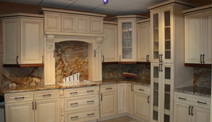76 Most Startling Distressed Kitchen Cabinets With Chalk Paint Intended For Antiqued